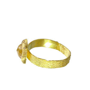 amyn-rahimtoola_RGCUSHTEX_rustic-diamond-textured-gold-band-ring-side