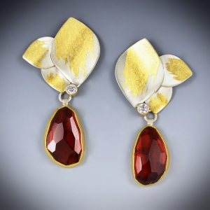 judith-neugebauer_JNN043_triple-leaf-garnet-earrings