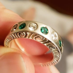 martha-seely_MSR007_5mm-stacking-ring-in-silver-with-emeralds-2