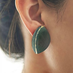 ayesha-mayadas_AMER053_leaf-earring-in-oxidized-silver-and-gold_model